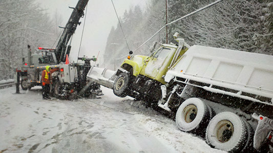 Dick's Towing working in the snow